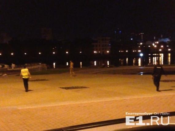 екатеринбург: 28-летний мужчина на opel протаранил дилерский центр bentley