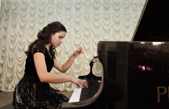 Конкурс рояль собирает друзей