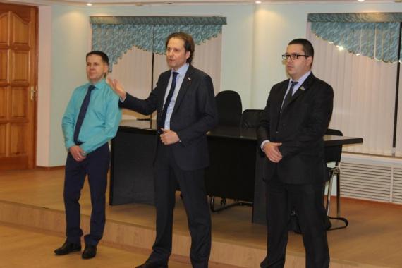 С профессиональным праздником их поздравил глава нефтеюганска виталий бурчевский