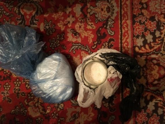 Сургутские полицейские задержали подозреваемых вхранении ираспространении наркотиков
