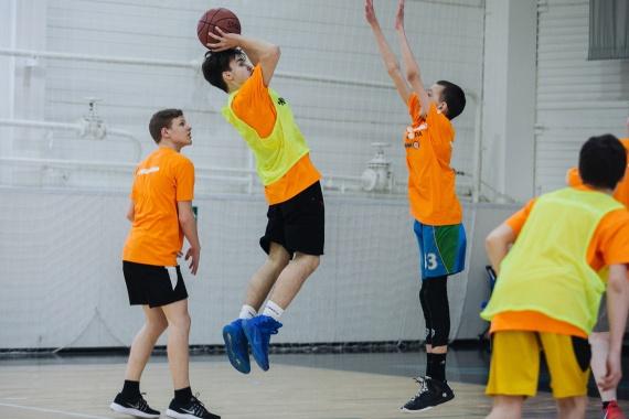 В Нижневартовске стартует третий сезон проекта «Школа баскетбола». Юные спортсмены могут получит путевки в Анапу