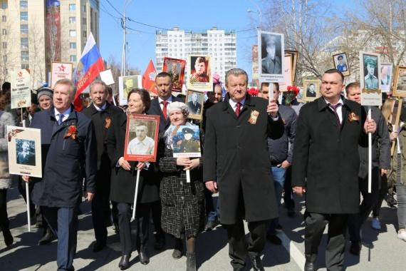 25 тысяч сургутян 9 мая прошли в «Бессмертном полку» // ФОТО