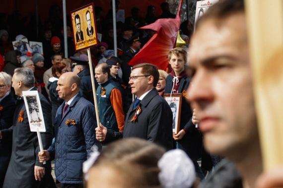 В Тюменской области в «Бессмертном полку» прошли 160 тысяч человек. Завершилось все салютом // ФОТО