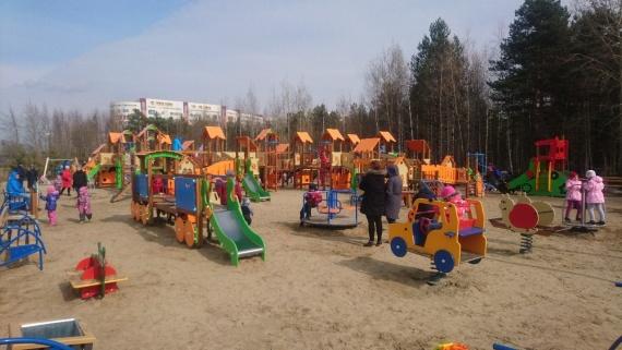 Урны, лавочки и прорезиненное покрытие:  скверы Сургута обновят по минимуму — бюджет не резиновый