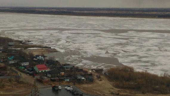 Сургут встречает долгожданный ледоход на Оби // ФОТО