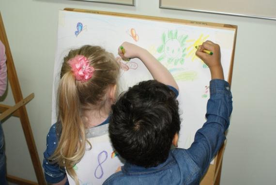 Карикатуры, дети, «Пацаны». Как прошла «Арт-ночь» в Сургутском художественном музее? // ФОТО