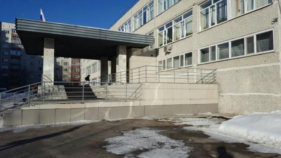 Конфликт родителей и администрации старейшей сургутской гимназии вырос до масштабов города
