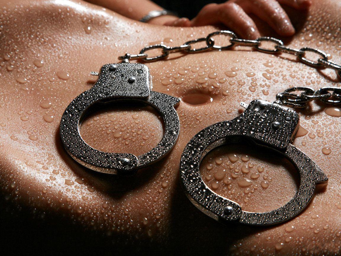 Фотосеты девушек в наручниках фото 103-23