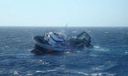 Россия отказалась поднимать затонувший южнокорейский траулер и тела моряков