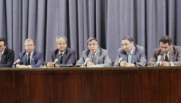 25 лет спустя: половина граждан России неможет дать оценку путчу иГКЧП