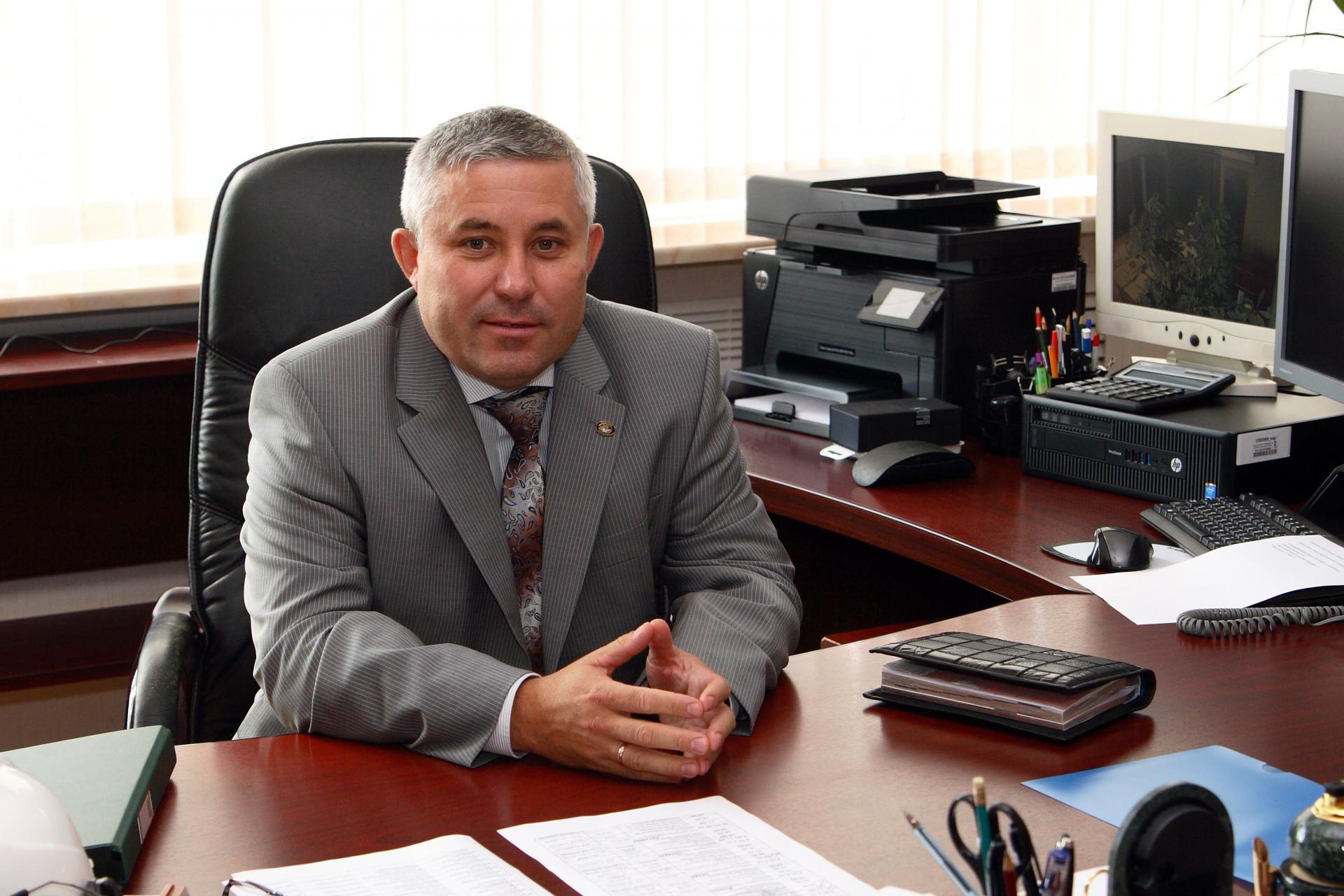 Эльдар Карагишиев поздравил энергетиков Бабаюртовского района спрофессиональным праздником